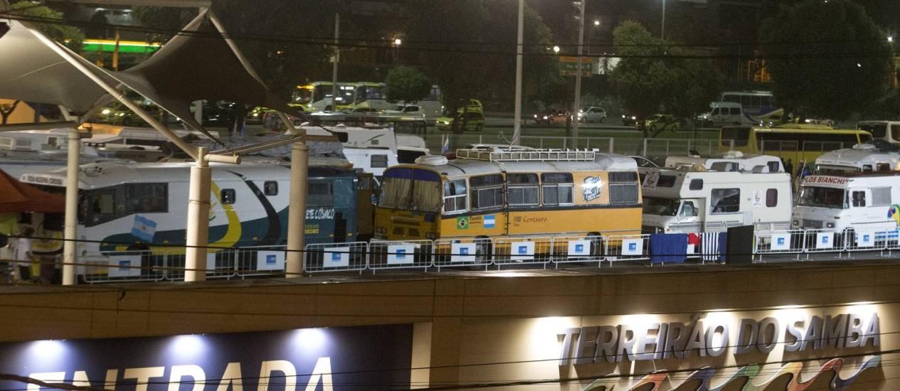 Motorhomes no Terreirão: prefeitura disse que não era possível prever a chegada de tantos veículos Foto: Antonio Scorza / Agência O Globo
