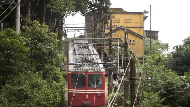 Trens atuais, que operam no limite da capacidade, serão substituídos por outros que levarão 6.710 passageiros por dia, um aumento de 76,8% em relação ao volume atual Foto: Márcia Foletto / Agência O Globo