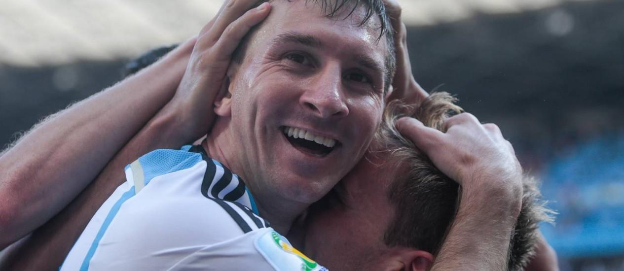 Messi festeja o golaço que marcou para a Argentina nos acréscimos do jogo contra o Irã: vitória suada e apertada por 1 a 0 e classificação para as oitavas Foto: Pedro Kirilos / Agência O Globo