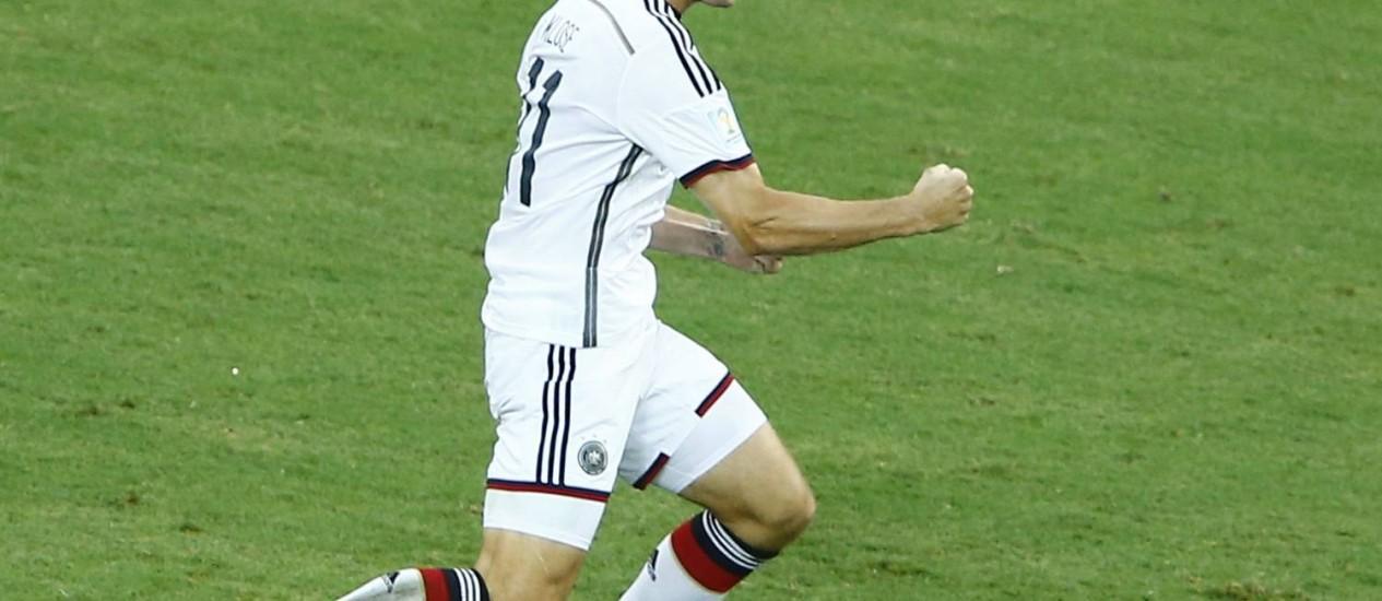 Klose comemora o gol que o iguala a Ronaldo como o maior artilheiro em Copas Foto: MIKE BLAKE / REUTERS
