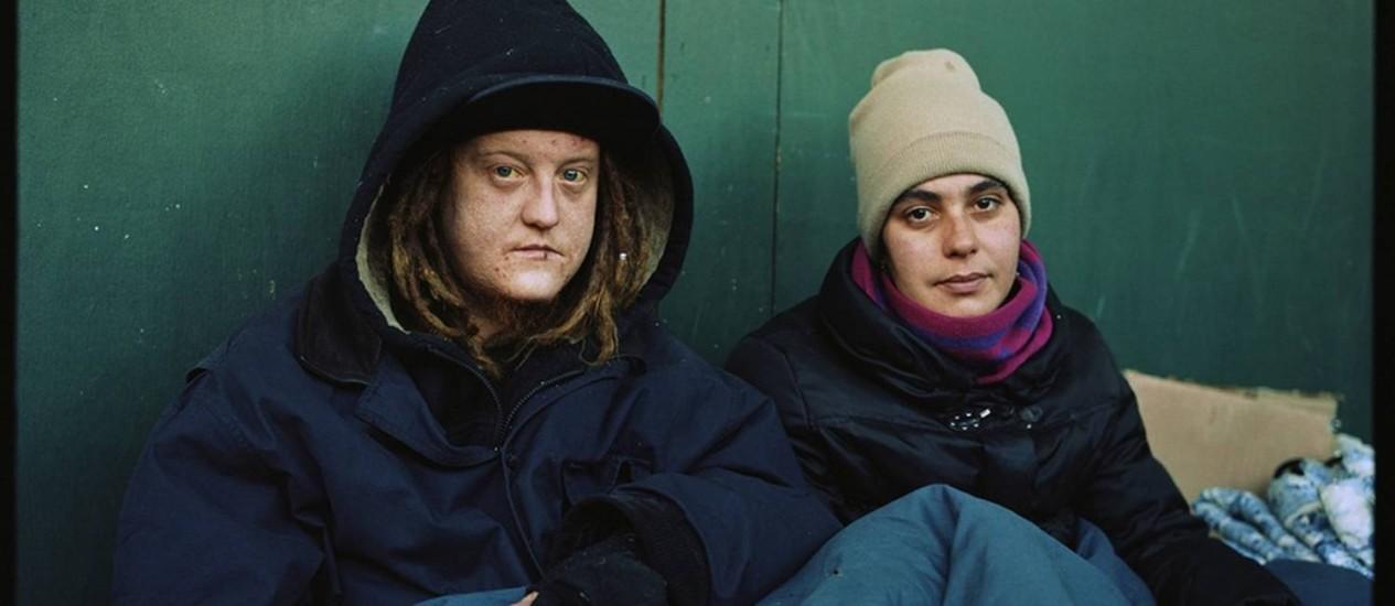 Pobreza. Ryan 'Red' e Shelly MacMahon. Duas semanas após a foto com a mulher, 'Red' morreu Foto: Divulgação