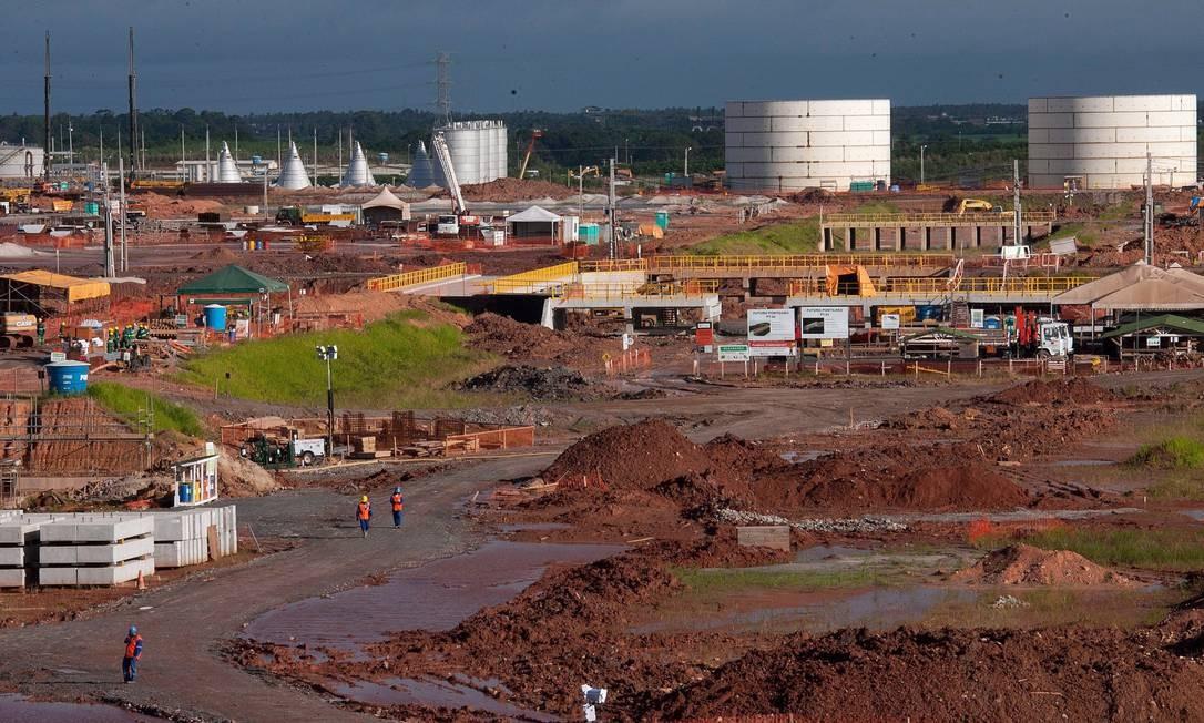 Obras de construção da refinaria Abreu e Lima, em Pernambuco: como a PDVSA não teria sequer assinado um contrato de acionistas, não há possibilidade de a Petrobras responsabilizá-la ou cobrá-la de alguma forma Foto: Agência O Globo / Hans von Manteuffel/30-5-2011