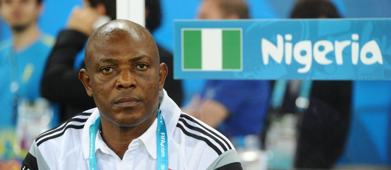 Stephen Keshi antes da partida na qual a Nigéria venceu a Bósnia por 1 a 0 Foto: JEWEL SAMAD / AFP