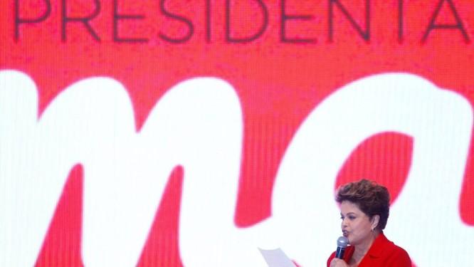 """A Presidente Dilma em convenção do PT: militância entoou """"Um, dois, três, Dilma outra vez"""" e """"E vai ter Copa, e vai ter tudo, só não vai ter 2º turno"""" Foto: André Coelho/21-06-2014 / Agência O Globo"""