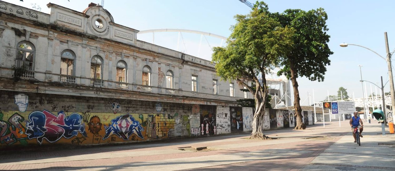 Fachada da antiga sede da Fábrica das Oficinas de Locomocao. Foto: Adriana Lorete / O Globo