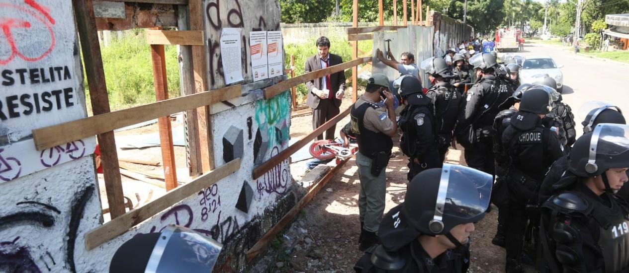 Polícia Militar cumpre mandado de reintegração de posse no Cais José Estelita: ação é munição para críticos do PSB e Eduardo Campos Foto: Guga Matos/17-06-2014