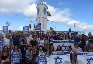 Judeus protestaram contra o sequestro dos três jovens israelenses neste domingo, em Ipanema Foto: Divulgação