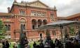 Ser ou não ser? O museu Victoria & Albert expõe o crânio humano usado em montagem de 'Hamlet' em 1899