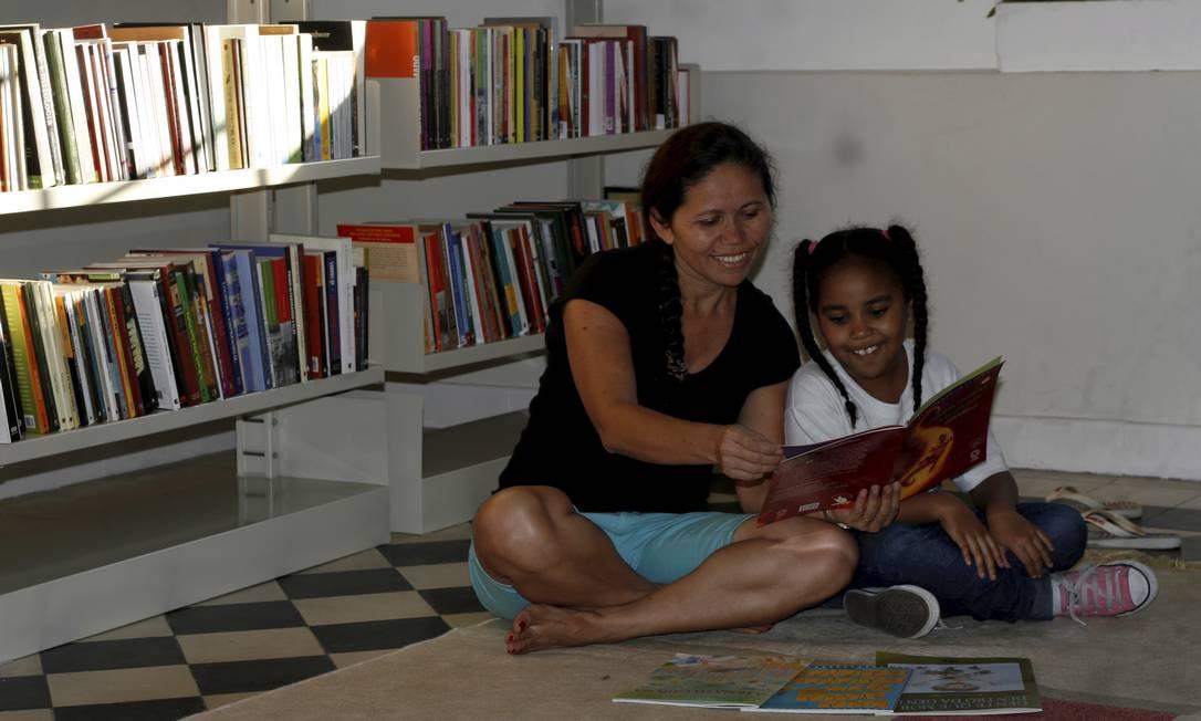Ler nos anos iniciais auxilia a formação de parte do cérebro e colabora na alfabetização da criança Foto: Andréa Farias / Agência O Globo