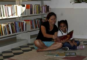 Ler nos anos iniciais auxilia a formação de parte do cérebro e colabora na alfabetização da criança Foto: Andréa Farias / Andréa Farias / Agência O Globo