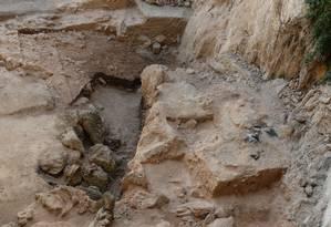 Vista do sítio arqueológico de El Salt, na Espanha, onde os pesquisadores colheram as amostras de fezes dos neandertais Foto: Ainara Sistiaga