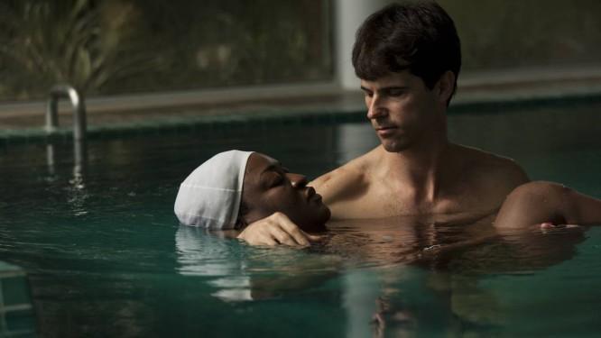 Tratamento de watsu no Spa Posse do Corpo, feito dentro da piscina aquecida Foto: Guilherme Leporace