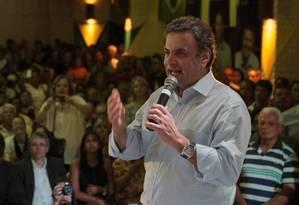 Aécio Neves em evento politico organizado pelo prefeito Elias Gomes, em Pernambuco Foto: Hans von Manteuffel / Agência O Globo/Arquivo