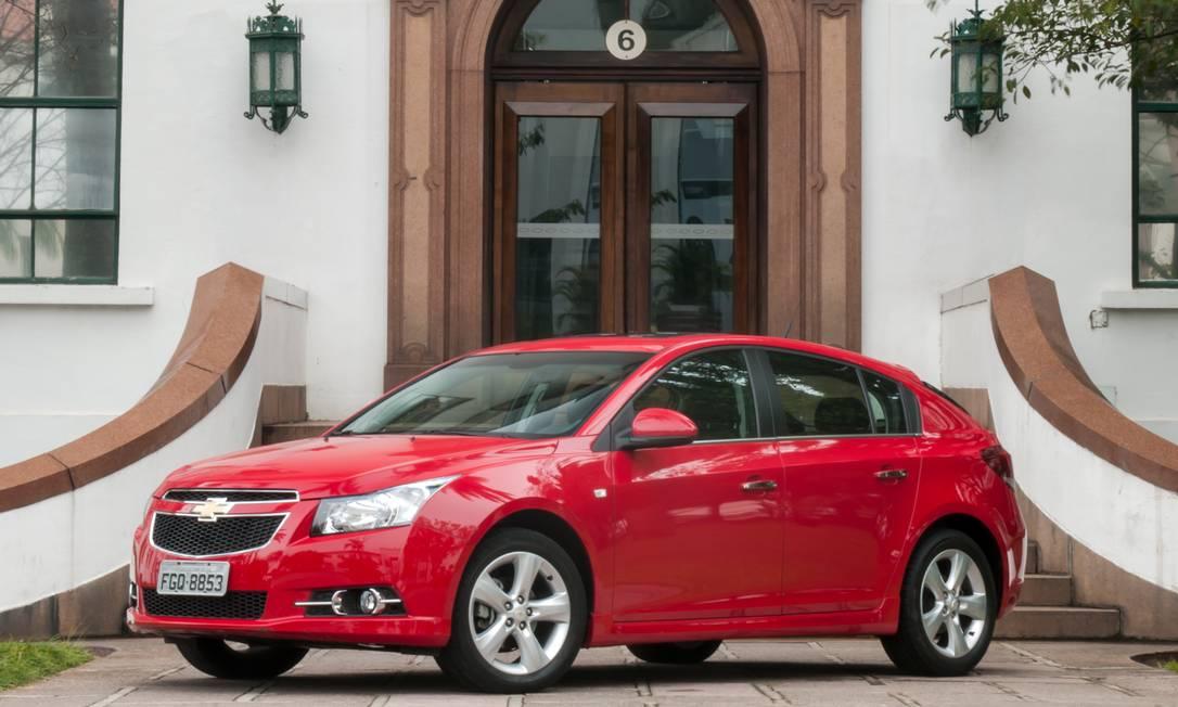 O Chevrolet Cruze modelo 2014 está entre os que tiveram a comercialização suspensa pela GM nos Estados Unidos e no Canadá Foto: Divulgação/General Motors / Divulgação/General Motors