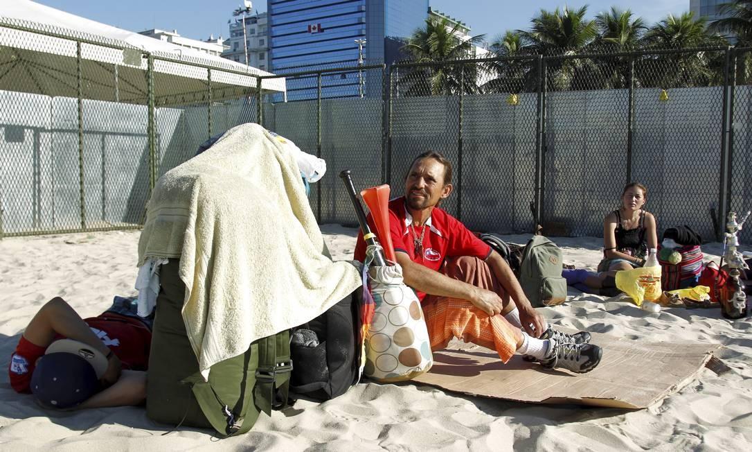 Sem hotel, turistas improvisam hospedagem no Rio durante a Copa do Mundo