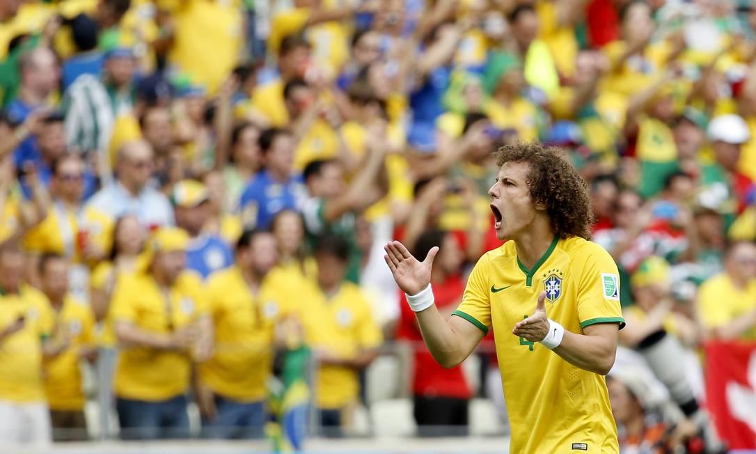 Brasil é celeiro de talentos, como David Luiz. Negócios, no entanto, deixam a desejar Foto: Ivo Gonzalez / O Globo