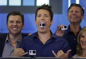 O diretor-executivo da GoPro, Nick Woodman, comemora a estreia de sua empresa na Nasdaq, em Nova York Foto: Seth Wenig / AP