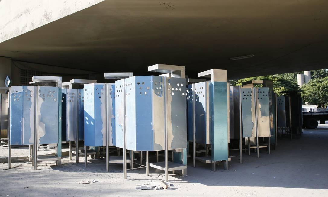 Parte das novas UFAs está armazenada na gerência de conservação da prefeitura no Centro Foto: Marcos Tristão / Agência O Globo