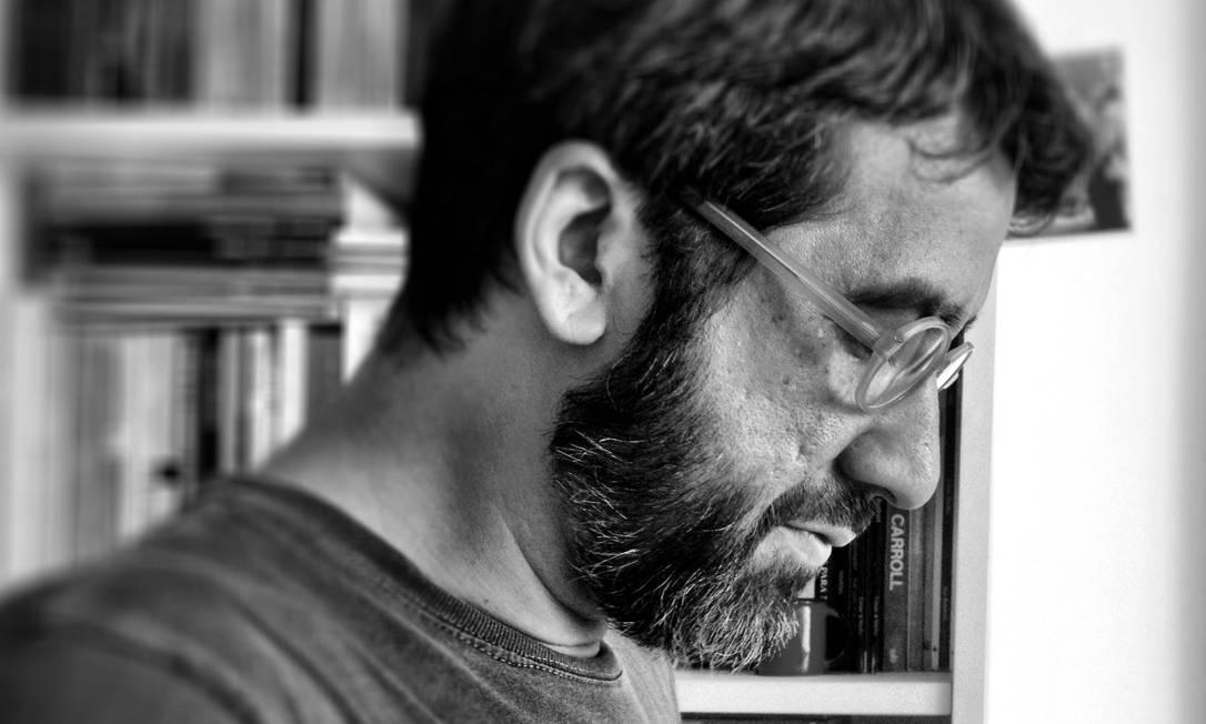O escritor Manoel Ricardo de Lima, autor de 'Georgrafia aérea' e 'A forma-formante' Foto: Divulgação/Júlia Studart