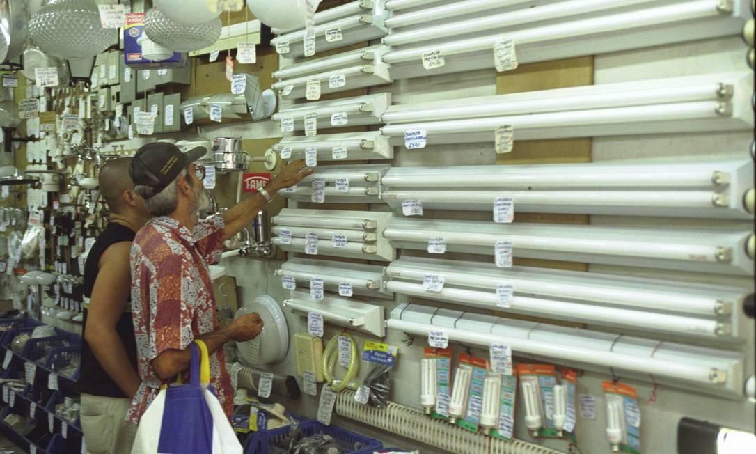 Presentes em 70% dos lares brasileiros, incandescentes e fluorescentes que não atenderem as novas regras deixarão de ser comercializadas Foto: Gabriel de Paiva / Divulgação