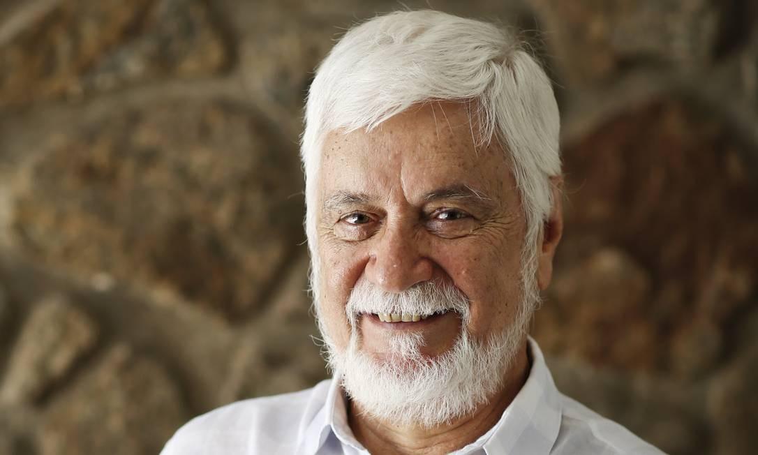 """Edmar Bacha: """"Tudo o que fizemos até o Plano Real foi criar mecanismos, cada vez mais refinados, para permitir que uma inflação elevadíssima não destruísse o país"""" Foto: Guito Moreto / Agência O Globo"""