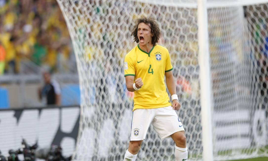 Na lista, está o zagueiraço David Luiz, que marcou na vitória do Brasil sobre a Colômbia por 2 a 1, nas quartas Alexandre Cassiano / Agência O GLOBO