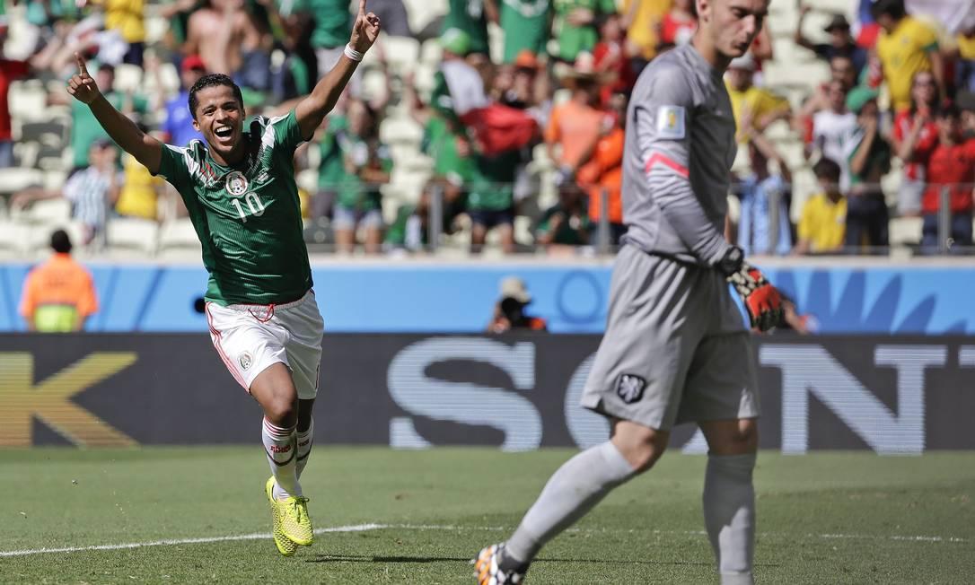 Giovani dos Santos celebra depois de abrir o placar contra a Holanda Foto: Felipe Dana / AP