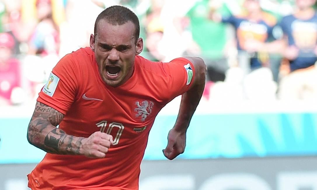 Wesley Sneijder celebra após marcar o primeiro gol da Holanda na vitória sobre o México Foto: DAMIEN MEYER / AFP
