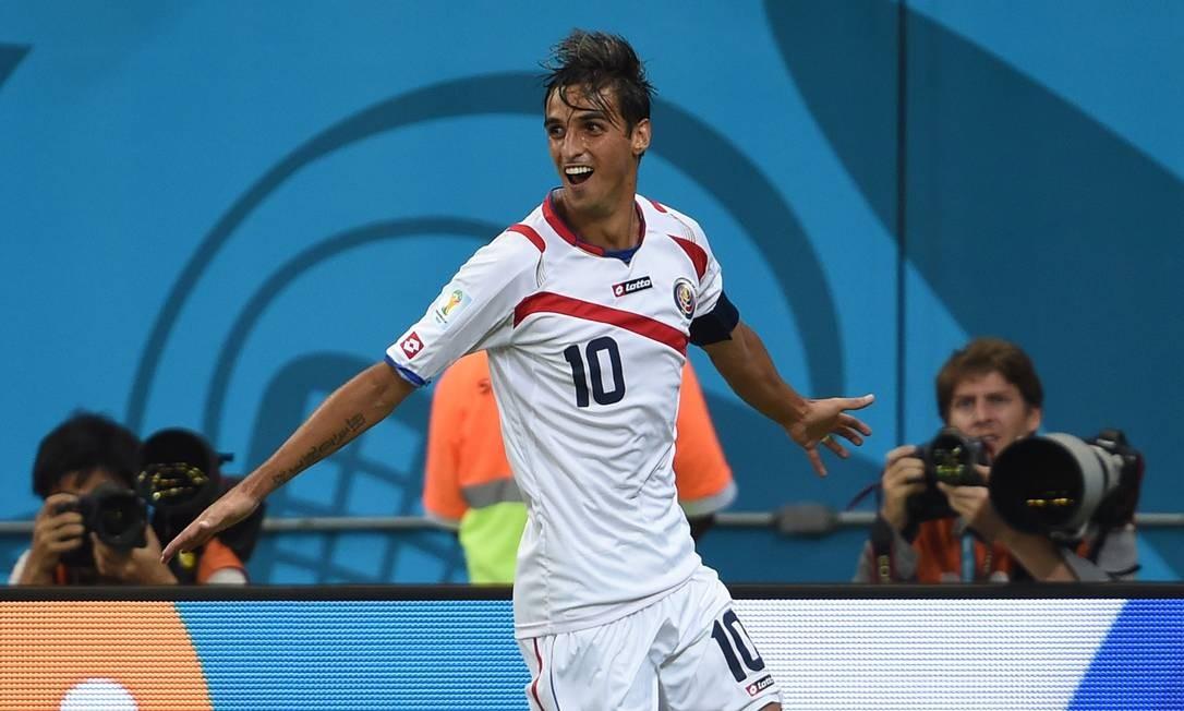O camisa 10 da surpreendente Costa Rica também fez dois, Bryan Ruiz PEDRO UGARTE / AFP