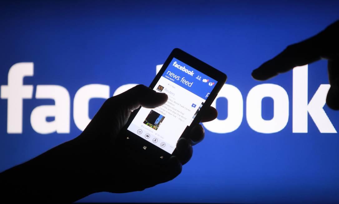 Usuários foram divididos em dois grupos: um recebia mensagens positivas e outros negativas de seus amigos Foto: / Reuters