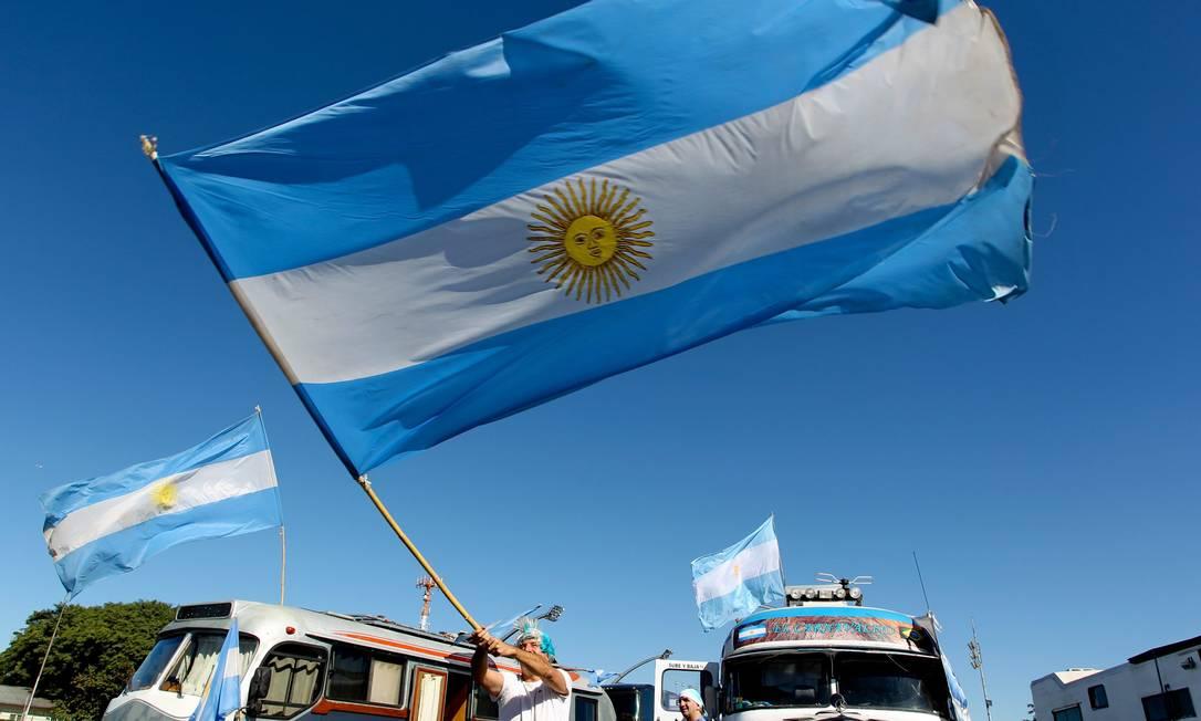 Torcida argentina acampada no Sambódromo de SP Foto: Marcos Alves / Agência O Globo