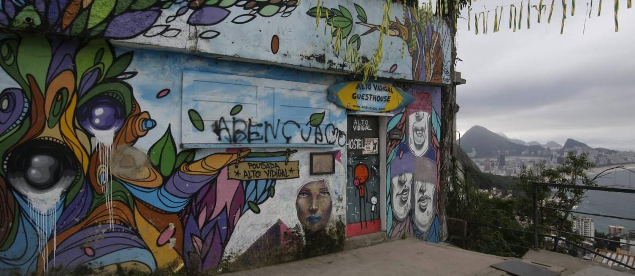 Fachada da pousada Casa Alto Vidigal, onde um dos sócios foi assassinado domingo Foto: Felipe Hanower / O Globo