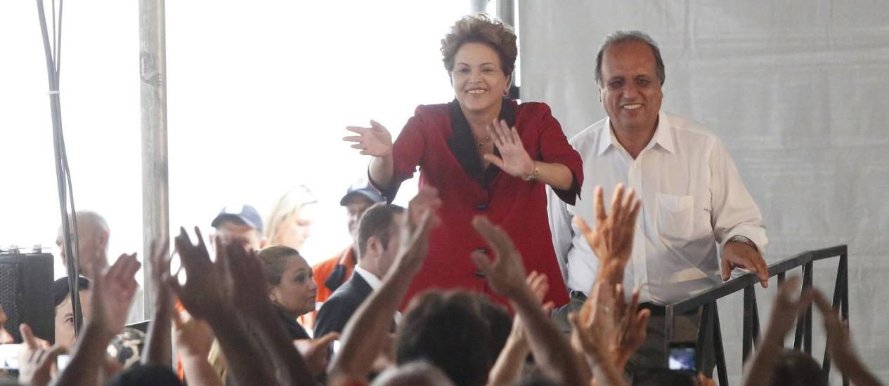 A presidente Dilma Roussef e o governador do Rio, Luiz Fernando Pezão, inauguraram nesta segunda-feira o Hospital Estadual dos Lagos, em Saquarema, na Região dos Lagos do Rio Foto: Pablo Jacob / Agência O Globo