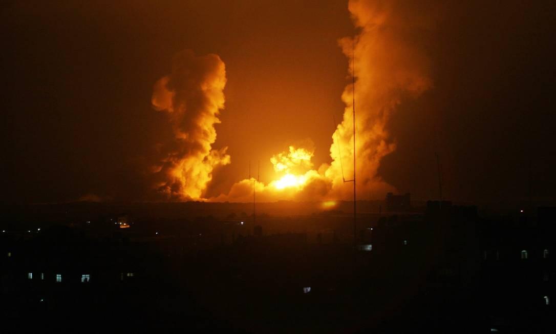 Explosão em Rafah, na Faixa de Gaza, após ataque israelense. Foto: SAID KHATIB / AFP