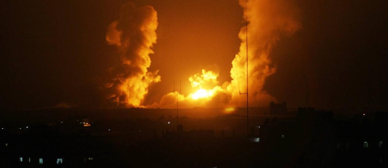Explosão em Rafah, na Faixa de Gaza após ataque israelense. Foto: SAID KHATIB / AFP