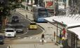 Um ônibus do BRT Transcarioca se aproxima da estação da Taquara, no Rio. Foto de 02/06/2014