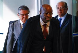 Ministros do STF antes de sessão que tratou sobre tamanho das bancadas Foto: André Coelho / O Globo