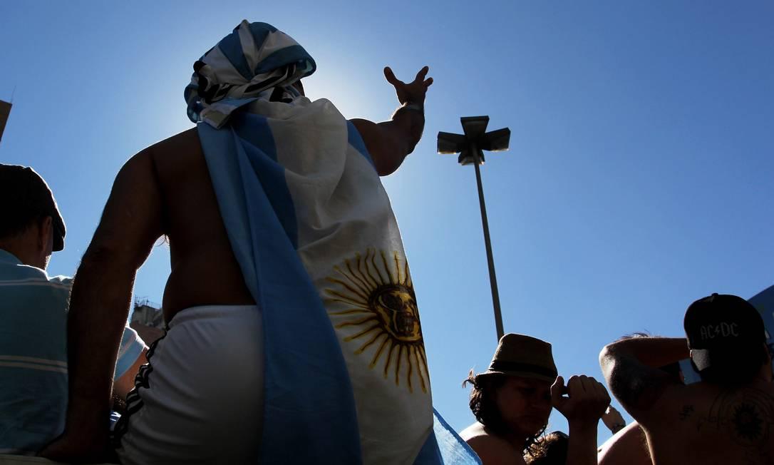 Torcedores assistem a partida entre Argentina e Suiça no Vale do Anhangabaé, em São Paulo, no Fifa Fan Fest Foto: Fernando Donasci / Agência O Globo