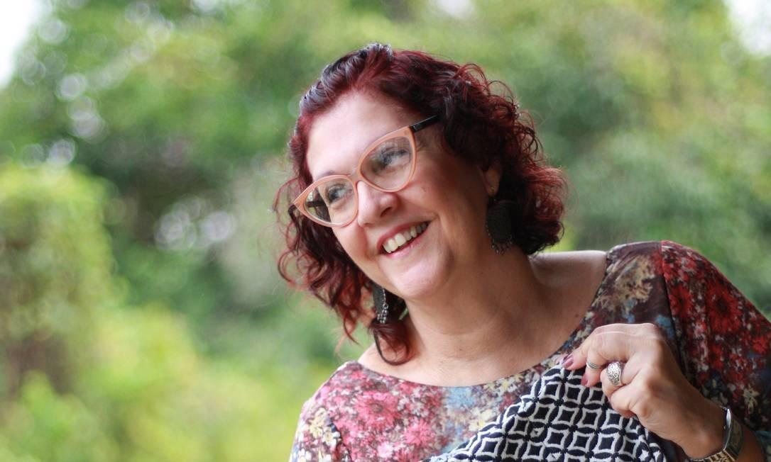 Denise Cazes aumentou o faturamento ao vender suas roupas em casa, na Tijuca, após encerrar as atividades do seu ateliê Foto: Pedro Teixeira