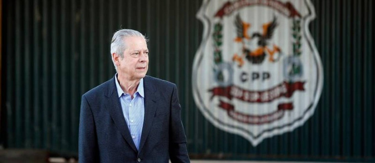 O ex-ministro José Dirceu sai do CPP para trabalhar Foto: Jorge William/O Globo