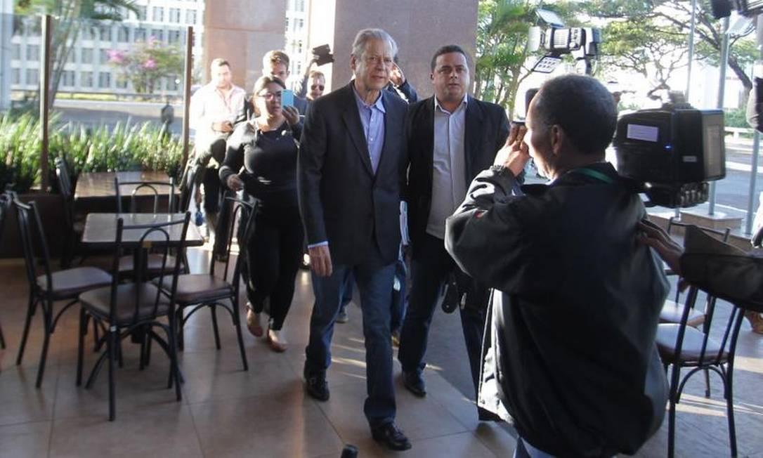 O trajeto do presídio ao escritório durou aproximadamente 25 minutos Foto: Ailton de Freitas / O Globo