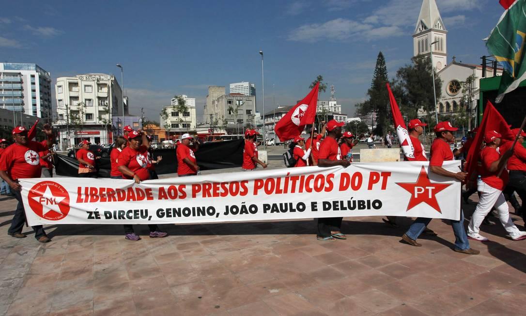 Faixa durante ato dos sem-teto não agradou e quase esvaziou protesto em SP Foto: Agência O Globo / Marcos Alves