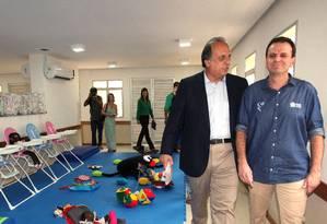 Conversas. Pezão e o prefeito Eduardo Paes durante a inauguração ontem, na Rocinha: diálogo sobre segundo turno Foto: Eny Miranda/Divulgação