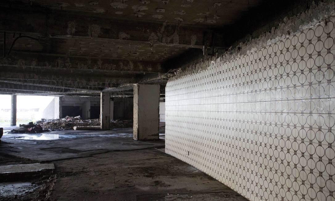Dentro do hotel, o cenário é de abandono Ana Branco / Agência O Globo