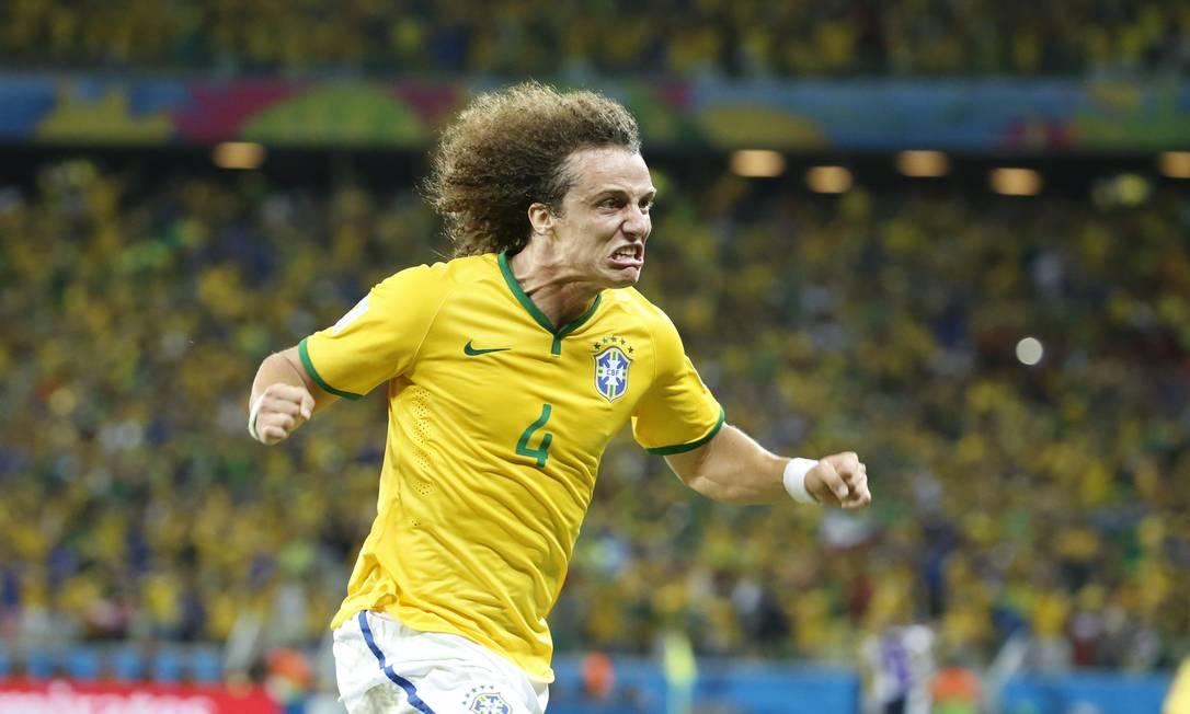 David Luiz comemora o segundo gol da seleção Foto: Ivo Gonzalez / Agência O Globo