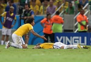 O desespero de Marcelo com a lesão de Neymar Foto: Marcelo Theobald / O Globo