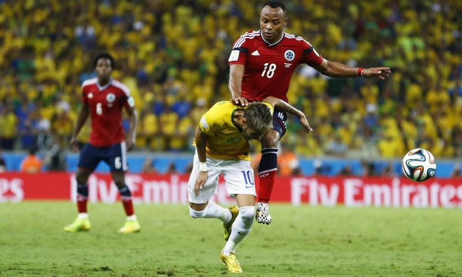 A joelhada de Zuñiga que tirou Neymar da Copa Foto: Marcelo del Pozo / REUTERS