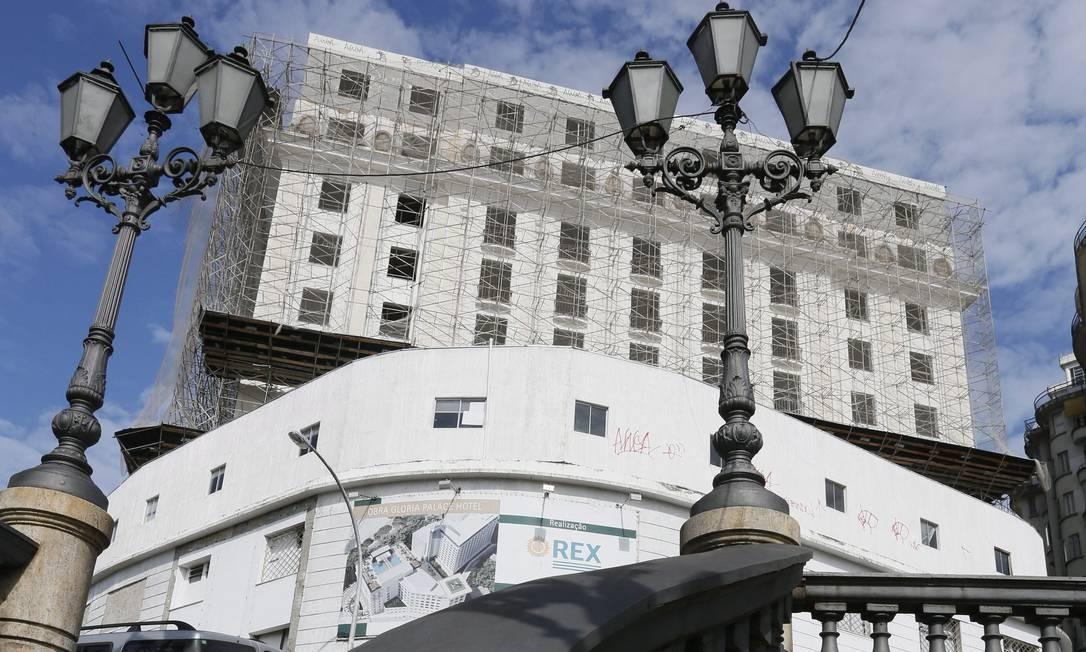 Com as obras paralisadas há cerca de um ano, Hotel Glória deve ser reinaugurado em junho de 2016 Foto: Marcos Tristão / Agência O Globo