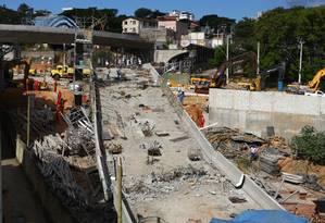 Queda de viaduto deixou dois mortos e 23 feridos Foto: Agência O Globo