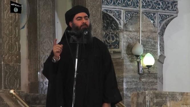 fcc0fe5076f Imagem retirada de vídeo mostra Abu Bakr al-Baghdadi na grande mesquita de  Mossul Foto